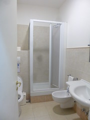 "bathroom <a style=""margin-left:10px; font-size:0.8em;"" href=""http://www.flickr.com/photos/104703188@N06/15250441508/"" target=""_blank"">@flickr</a>"