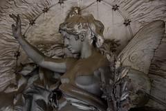 (michael_hamburg69) Tags: italien italy sculpture friedhof woman cemetery statue female angel butterfly italia ange liguria skulptur papillon genoa genova engel psyche schmetterling genua cimitero 1851 staglieno camposanto ligurien cimiteromonumentaledistaglieno monumentalfriedhof schmetterlingsflügel