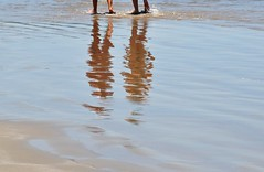 esperando vc... Verão!!!!!!!! (Ruby Augusto) Tags: brazil reflection praia beach brasil sand reflexos bertiogasp litoralnortepaulista rivieradesãolourençosp