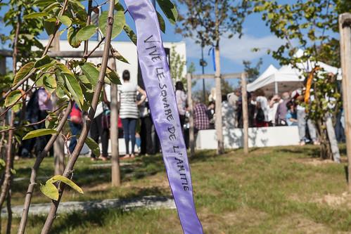 Ruban signé pour l'inauguration du square de l'amitié ©P. Le Tulzo