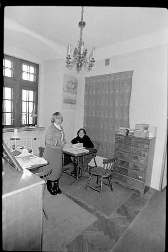 z serii: pracownicy Muzeum Ludowych Instrumentów Muzycznych w Szydłowcu, lata 80-te, XX w.