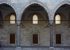 Süleymaniye, arcade (close)