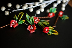 Holly in mass. Hiiragi (Bright Wish Kanzashi) Tags: christmas winter red green festive pin hollyberry kanzashi hairornament