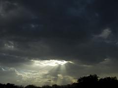 CRW_1309 (sir_mac_alot66) Tags: sky cloud sun sunlight beautiful skyline wow amazing fotografie himmel cielo rays fotografia sunrays fotografa   lookatthis fotograph fotoraflk