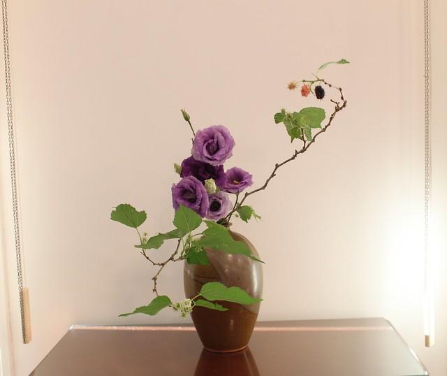 ikebana mulberry sangetsu lysianthus nagueire