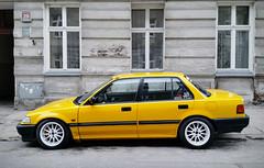 Samochód (maciey24) Tags: samochód car vehicle pojazd ulica street budynek okna okno window yellow żółty honda civic miasto city jezdnia chodnik windows road sedan ściana wall cityoflodz lodz łódź