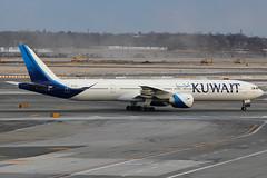 "9K-AOF   Boeing 777-369ER   Kuwait Airways ""Kubbar"" (cv880m) Tags: tripleseven triple7 newyork kennedy kjfk jfk kubbar kuwaitairways kac kuwait 777369 777300 77w 773 777 boeing 9kaof"
