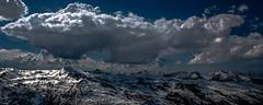 Sombre Présage sur les Cimes (Frédéric Fossard) Tags: paysage panorama montagne nature ciel nuage orage horizon altitude lumière ombre atmosphère dramatique neige massifenneigé vanoise savoie alpes stationdeski ski pistedeski neigedeprintemps lesmenuires les3vallées grandangle cime pointedelamasse contraste fantasticnature