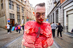 Strait in the jacket (Red Cathedral uses albums) Tags: sony a6000 cosplay larp eventcoverage sonyalpha mirrorless alpha straitjacket brussel bruxellesmabelle bifff zombifffparade zombifffday brusselsinternationalfestivaloffantasticfilm zombie zombieparade zombiewalk undead thewalkingdead twd blood gore horror eerie