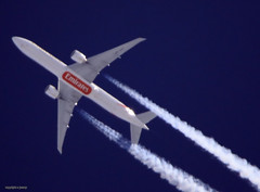J78A0826_A6-EPF Emirates (M0JRA) Tags: a6epf emirates ott sky clouds sun glint altitude height flying jets aircraft planes flight