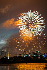 C58R3906 (Nick Kozub) Tags: big bang fireworks canada loto quebec international competition 2016 canon eos 1dx ef 85 f12 ii l usm explosive projectile burst water jackson pollock nocturnal night reflection festival la ronde summer the wild west