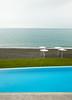 minimalistyczny przekrój 1 (Mariusz Łuczak PL) Tags: basen pool trawa grass sea morze niebo pochmurne sky cloudy kreta grecja greece kollimbari 36x24 2016 niebieski blue kamienie rocks plaża parasole lato summer