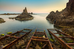 Arrecife de las sirenas (PiTiS ¬~) Tags: almeria longexpo longexposure mar sea coast costa rocks rocas sky cielo viajar travel nikon