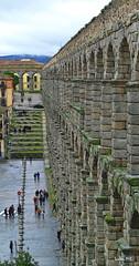 Piedras..... bimilenarias (Santos M. R.) Tags: segovia españa spain acueducto patrimonio humanidad patrimoniodelahumanidad acueductodesegovia maravilla piedras bimilenarias verde musgo