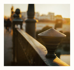 Triana: luz y embrujo de la tarde... (31/03/2017) (protsalke) Tags: light colors sunset evening triana sevilla beauty nikon colores luz beautiful manual grain filmprocessing bokeh 50mm nikkorais