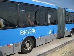 Lateral (Janos Graber) Tags: bus autobus busz brt barradatijuca riodejaneiro azul passageiros e44739c mulher passageira janelas