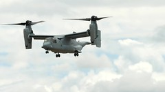 Osprey roll on landing - VIDEO (swong95765) Tags: osprey demonstration airshow video hilo landing rollon