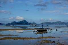 Bangka Palawan Philippines_8167 (ichauvel) Tags: corongcorong palawan philippines asie asia asiedusudest southeastasia voyage travel paysage landscape reflets reflections ciel sky nuages clouds paysagekarstique plage beach sable sand elnido exterieur outside matin morning maréebasse lowtide getty