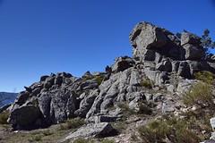 SUBIENDO CABEZA LIJAR (serborj) Tags: rocas spain san rafael alto del leon cabeza lijar españa segovia