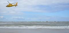Vlieland - Vliehors - reddingsactie motorzeiljacht Dunlin (Dirk Bruin) Tags: vlieland vliehors eierlandse gat motorjacht zeiljacht pool omgeslagen drama reddingmaatschappij knrm reddingboot station beursplein 5 dunlin motorzeiler gezonken verdronken omgekomen wippertruck gul graaf van bylandt politie strand stranding sleep berging reddingsactie kustwacht sar heli coastguard