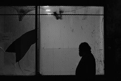 (Claudio Blanc) Tags: street streetphotography silueta silhouette silhoutte shadow night nocturna noche fotografíacallejera fotografianocturna buenosaires bw bn blackandwhite blancoynegro argentina