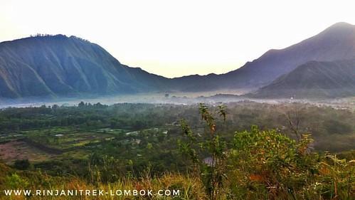 Exploring sembalun village 1200m above sea level.  #mujitrekker #sembalunvillage #lombokisland #indonesia  #tours