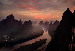 Magic light in Xiangtangshan (Massetti Fabrizio) Tags: guilin green guangxi guanxi giallo landscape landscapes mountain mount red rural river rosso xianggongshan sunrise sun sunlight sunset cina china color clouds light carl zeiss distagon 21mm nikon d3