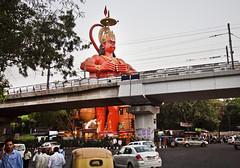 (ilConte) Tags: india statue temple traffic metro god indian religion statues hanuman hindu hinduism metropolitana newdelhi traffico tempio religione nuovadelhi