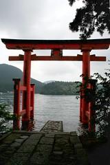 Hakone - Hakone Jinja (*maya*) Tags: wood red lake japan forest lago temple pier shrine religion holy sacred shinto rosso hakone torii giappone molo jinja ashi ashinoko santuario foresta tempio motohakone lakeashi shintoismo hakonejinja lagoashi
