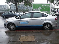 Illegal Parking (Kombizz) Tags: london ford car truck cyclists rainyday traffic bikes bicycles vehicle van illegalparking kiwi barclays kenlivingstone mayoroflondon chelseaembankment cheynewalk barclaysbank doubleredlines cartrailer 4219 cyclehire londoncyclists kombizz everyjourneymatters barclayscyclehire borisbikes bicyclehirescheme bj60gky kiwimovers wemovestuff transportforlondontosercogroup cyclehires cagecartrailer