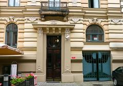 Riga, Lettonie: 6, rue Strelnieku: architecte Konstantins Pekens (1904) (Marie-Hlne Cingal) Tags: door puerta wroughtiron artnouveau porta porte tr riga latvija ferforg lettonie konstantnspkns