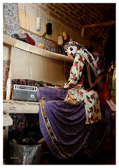 تارهای صوتی (Shahireh) Tags: museum iran jobs ایران mashhad anthropology زن مشهد قالی مشاغل بافی قالیبافی عکسهایشهیره موزههایایران مشهدگردی موزهمردمشناسیویرانی