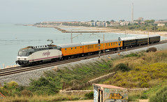 TREN AZUL EN VILANOVA (Andreu Anguera) Tags: trenesespeciales trenazul azaft zaragoza locomotora252022 vilanovaylageltrú barcelona catalunya andreuanguera