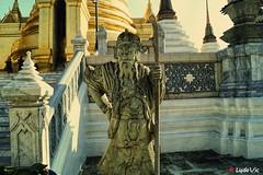 Au Palais Royal de Bangkok (Lцdо\/іс) Tags: bangkok thailande thailand thai statue chinese sage vieux palais palace royal royale king