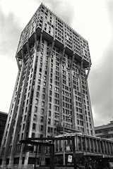 MILANO, TORRE VELASCA (Rutamatt) Tags: milan lombardy italy torrevelasca tower urban cityscape architecture brutalismo brutalism