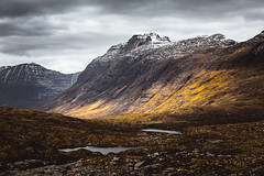 Beinn Dearg (Steffen Walther) Tags: 2016 reise schottland beinndearg scotland uk britain highlands mountains snow landscape travel europe canon5dmarkiii canon702004lis wanderlust reisefotolust outdoors lake valley colorful colors peak