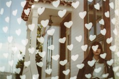Stoned heart (Lore Stars) Tags: film analógica pentaxmv autochinon50mmf17 retrato portrait hearts doubleexposure girl house lorestars fujicolor100 creativa creative