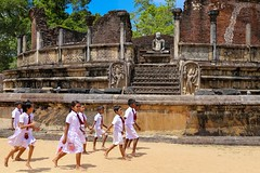 Polonnaruwa, Sri Lanka, 2016 (Photox0906) Tags: srilanka polonnaruwa site ancient ruins worldheritage unesco stones kids children visit visiting asia asie polonnaruva school pupils buddhism sacred running