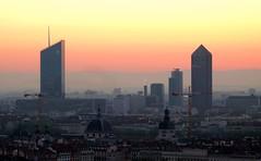 Lyon (Laetitia de Lyon) Tags: fujifilmxt10 lyon sunrise leverdusoleil leverdujour aube aurore tour tower building incity crayon oxygène