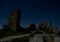 Rocca Calascio, il mistico fascino di Camelot (EmozionInUnClick - l'Avventuriero's photos) Tags: gransasso roccadicalascio castello notturna ruderi stelle