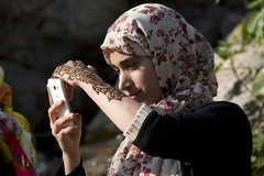 Moroccan girl (ramosblancor) Tags: humanos humans tribus tribes humannature naturalezahumana retrato portrait móvil cellphone tatuaje tatoo henna chica girl joven young chefchaouen marruecos morocco