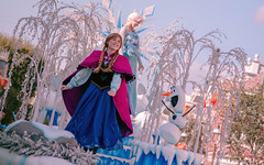 Frozen | Into the Magic (chris.alcoran) Tags: lighting chimney anna white snow color ariel water colors canon court project mouse photography eos three frozen king dancers princess time little disneyland pirates magic mary lion royal bert tinkerbell disney mickey parade frog peter step aurora captain coloring belle monkeys pan cinderella minnie tiana hook mermaid aladdin flappers performers rapunzel elsa cymbal mickeys drumline 6d poppins sweepers nto soundsational cablers intothemagic