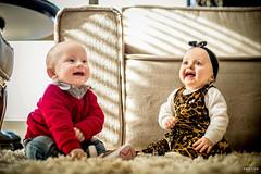 OF-Ensaio-LauraeFrederico8meses436 (Objetivo Fotografia) Tags: tiara vermelho amarelo infantil sofá estampa bebês oncinha tweens gêmeos suéter acompanhamento sofáamarelo felipemanfroi eduardostoll ensaioinfantil objetivofotografia lauraefrederico