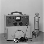 Battery amplifier PVE2 with a headset and a capacitor microphone by Telefunken, 1943.