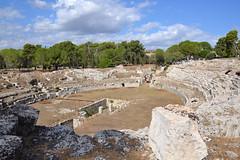 Amphithéâtre romain, Syracuse, Sicile (Jeanne Menjoulet) Tags: amphithéâtreromain syracuse sicile amphithéâtre romain parcoarchologico neapolis sicily italy