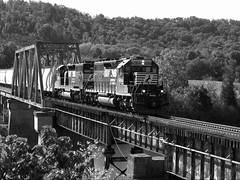 NS 6084 and NS 3226 EMD SD40-2 (rcornelius2012) Tags: railroad bridge ns tennessee clinton trains norfolksouthern sd402