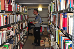 "reparto libri (15) • <a style=""font-size:0.8em;"" href=""http://www.flickr.com/photos/127091789@N04/15348393601/"" target=""_blank"">View on Flickr</a>"