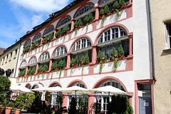 Hotel Bischofshof am Dom (Libra 42) Tags: flowers windows building canon hotel umbrellas eosrebelsl1