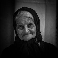 portet Cyprus (Vikingbetty) Tags: portrait en woman white black belgium belgique minolta cyprus betty mature fullframe portret zwart wit nederlands halle oud vrouw flandres vlaanderen buizingen sonya900 derkinderen vikingbetty