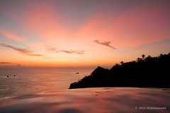 Ko Tao Sunset (Thilo S.) Tags: ocean trees sunset red sea orange holiday rot beach topf25 pool clouds strand 1025fav golf thailand island boot landscapes boat asia asien sdostasien wasser paradise sonnenuntergang gulf infinity wolken palm east insel jungle ko samui tropical southeast tao far yuan fischer nang kotao traumstrand